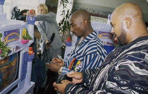 tupac-shakur-and-suge-knight-playing-sonic-the-hedgehog-2