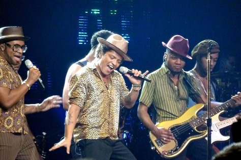 photo from http://www.thatssoabby.com/2013/08/detroit-gives-bruno-mars-all-attention.html