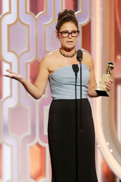 maura-tierney-glasses-golden-globes
