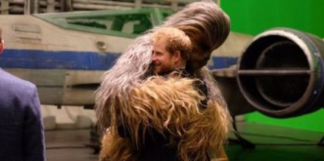 landscape-1461078840-prince-harry-chewbacca-episode-8