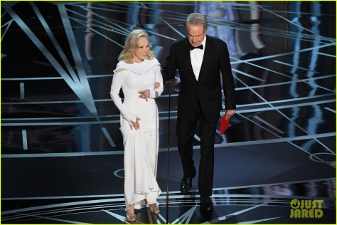 warren-beatty-faye-dunaway-oscars-2017-02